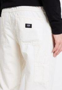 Vans - MN MUNICIPLE PANT - Trousers - antique white - 3