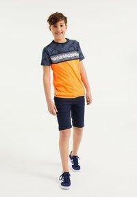 WE Fashion - Print T-shirt - orange - 0