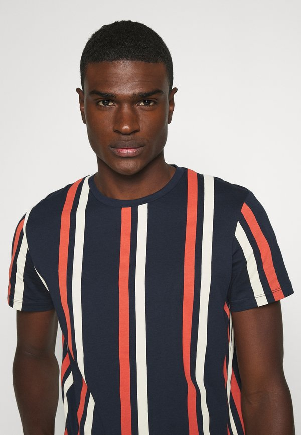 Jack & Jones JORJERRY TEE CREW NECK - T-shirt z nadrukiem - navy blazer/granatowy Odzież Męska YWEM