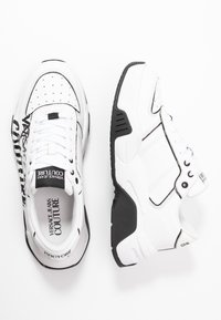 Versace Jeans Couture - Baskets basses - bianco ottico - 1