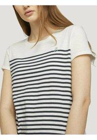 TOM TAILOR DENIM - Camiseta estampada - gardenia white - 3