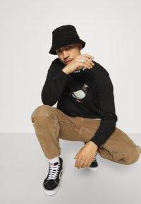 STAPLE PIGEON - LOGO CREWNECK UNISEX  - Sweatshirt - black - 3