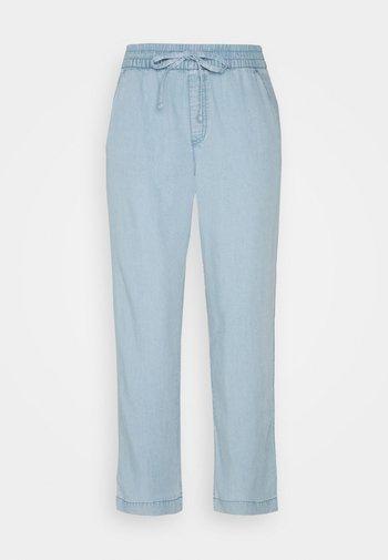 EASY PANT - Pantalones - light indigo