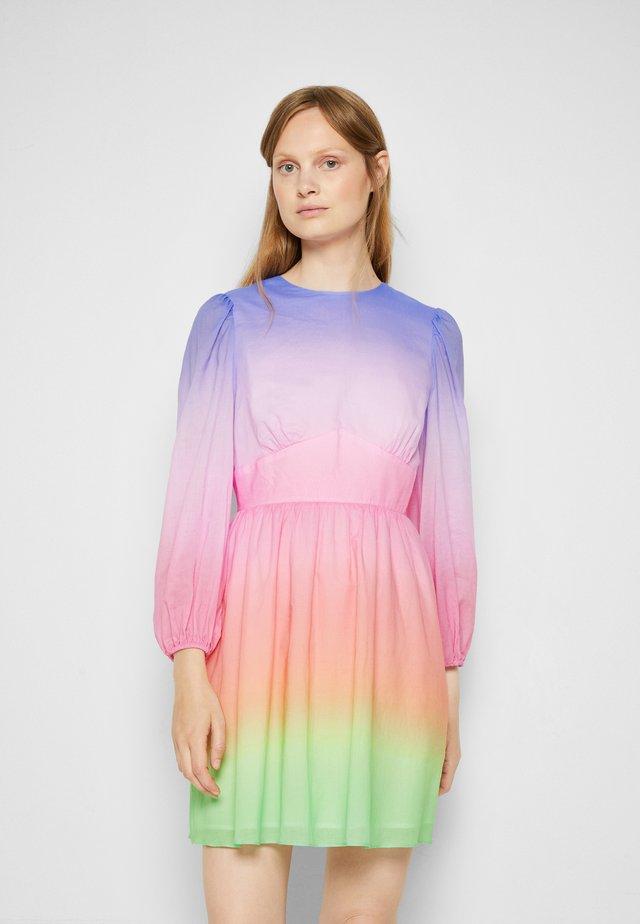 MARLOW - Denní šaty - light pink/yellow/blue