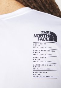 The North Face - ALPS FIRST ASCENT - Print T-shirt - white - 3
