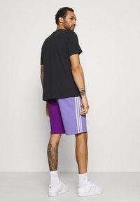 adidas Originals - BLOCKED UNISEX - Short - active pur - 2
