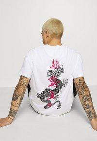 Brave Soul - FIRE - T-shirt imprimé - white - 4