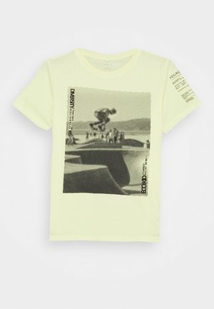 NKMBAILO BOX - Print T-shirt - yellow pear