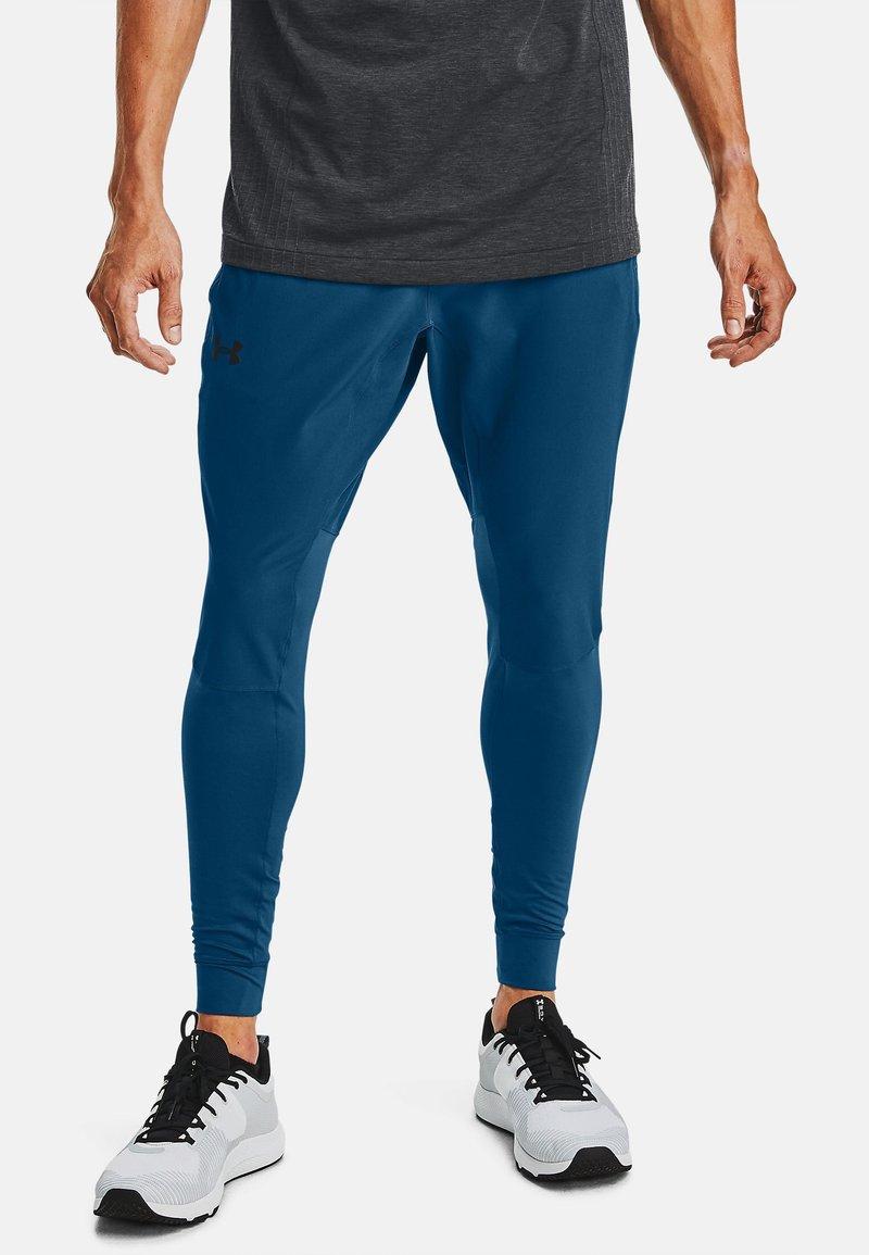 Under Armour - HYBRID - Tracksuit bottoms - graphite blue