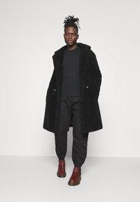 Levi's® - MARINE JOGGER - Pantaloni sportivi - blacks - 1