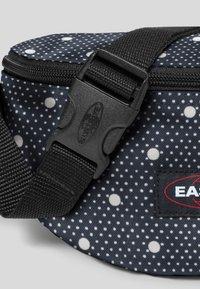 Eastpak - LITTLE LARGE/AUTHENTIC - Bum bag - black - 4