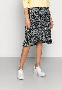 Moss Copenhagen - KARNA BEACH SKIRT - A-line skirt - cap flower - 0