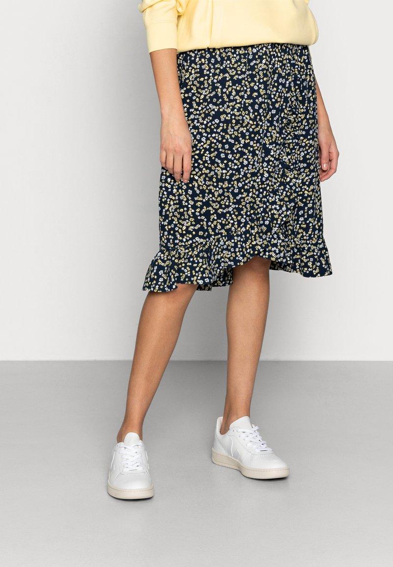 Moss Copenhagen - KARNA BEACH SKIRT - A-line skirt - cap flower
