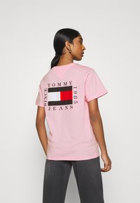 Tommy Jeans - HORIZONTAL STRIPE TEE - T-shirt imprimé - romantic pink - 2