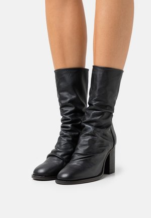 ELLE BLOCK HEEL BOOT - Boots - black