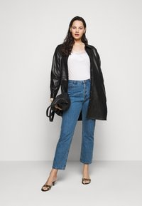 Missguided Plus - WRATH HIGH WAISTED - Straight leg jeans - mid auth blue - 1