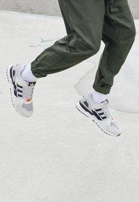 adidas Originals - ZX 10,000 C UNISEX  - Baskets basses - grey one/orbit green/white - 2