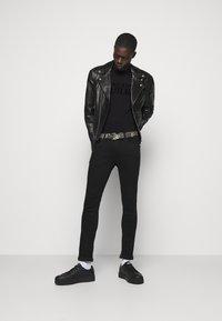 Versace Jeans Couture - T-shirt imprimé - nero - 1