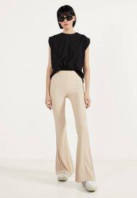 Bershka - Pantalon classique - white - 1