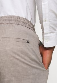 Only & Sons - ONSLINUS  LIFE CHECK - Shorts - chinchilla - 5