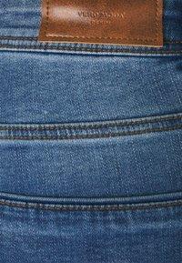 Vero Moda Petite - VMTANYA PIPING - Jeans Skinny Fit - medium blue denim - 5