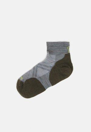 RUN GRAPHITE - Sports socks - lunar gray
