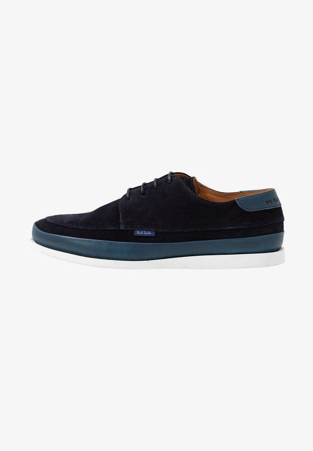 BROC - Sznurowane obuwie sportowe - dark navy