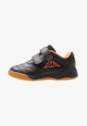 KICKOFF - Sports shoes - black/orange