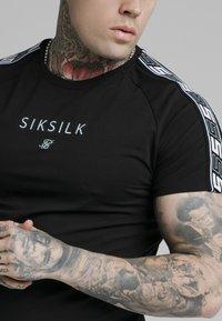 SIKSILK - Basic T-shirt - black - 4