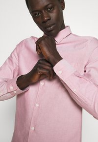Filippa K - TIM OXFORD SHIRT - Shirt - pink cedar white mix - 3