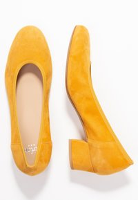 PERLATO - Classic heels - saffron - 3