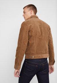 J.CREW - CORDUROY TRUCKER JACKET - Summer jacket - saddle brown - 2