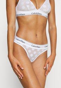Calvin Klein Underwear - MODERN DOT THONG - Thong - white - 0