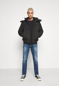 Tommy Jeans - TECH BOMBER UNISEX - Giacca invernale - black - 1