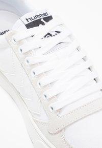 Hummel - SLIMMER STADIL TONAL LOW - Zapatillas - white - 5