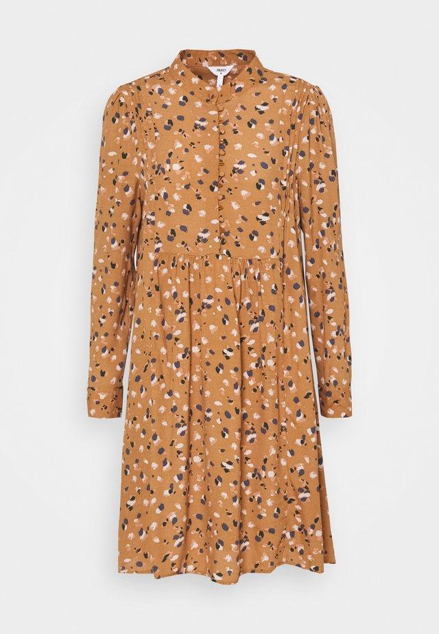 OBJNELL DRESS  - Skjortekjole - chipmunk/multi colour