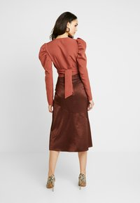 Missguided - PUFF SLEEVE WRAP CROP - Blouse - rust - 2