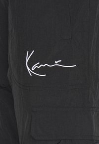 Karl Kani - SIGNATURE TRACKPANTS UNISEX - Tracksuit bottoms - black - 2