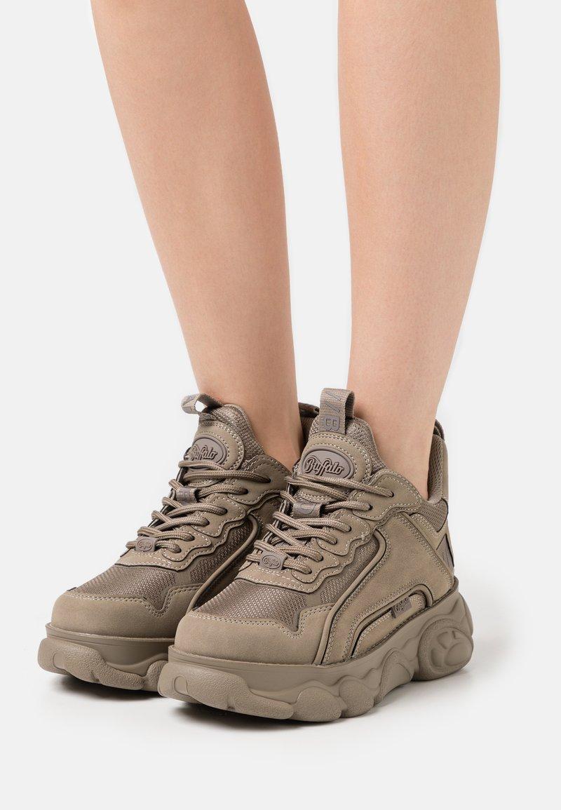 Buffalo - VEGAN CHAI - Sneakersy niskie - grey