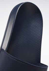 Reebok - REEBOK FULGERE - Sandały kąpielowe - blue - 8