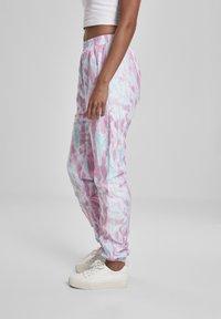 Urban Classics - FRAUEN  - Pantalones deportivos - aquablue/pink - 4
