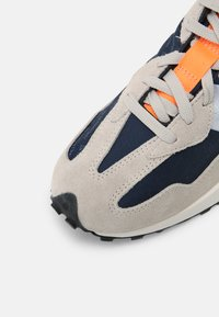 New Balance - 327 UNISEX - Sneakers laag - outerspace/citrus punch - 7