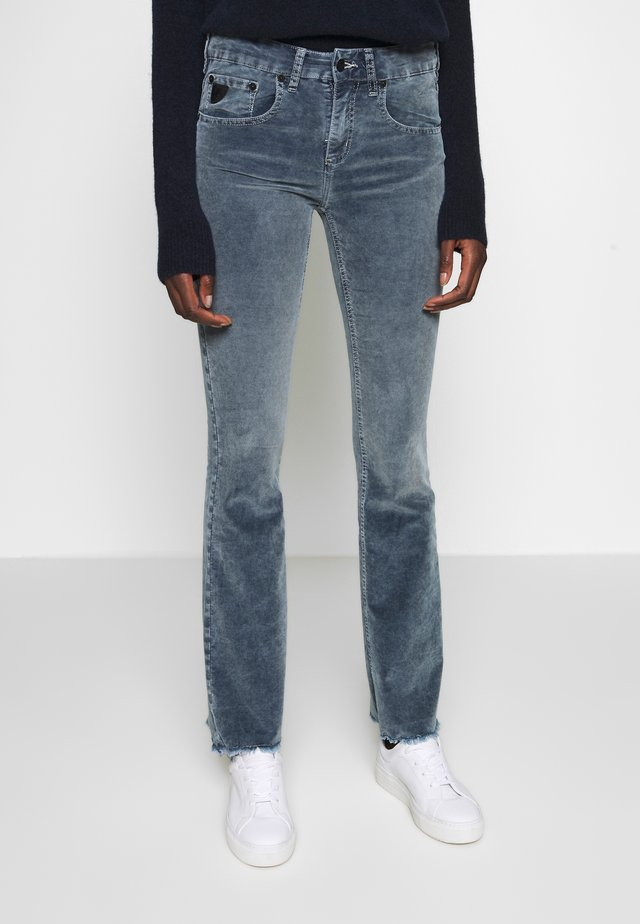 MELROSE EDGE CAPITOLE SNOWY - Jeansy Bootcut - snow