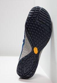 Merrell - GLOVE 4  - Trail running shoes - denim - 4