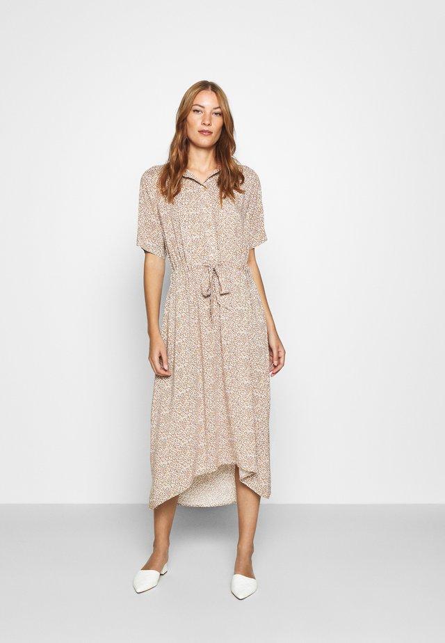 SLFBELLA DAMINA DRESS - Vestido camisero - camel