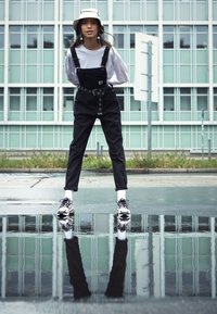 Nike Sportswear - AIR MAX 270 REACT - Joggesko - black/white/bleached coral/metallic gold/university red - 3