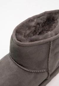 UGG - CLASSIC MINI II - Classic ankle boots - grey - 6