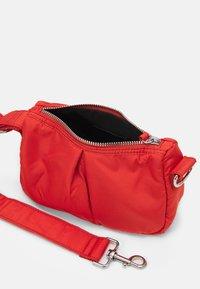 Topshop - SAFF SHOULDER UPDATE - Across body bag - rust - 2