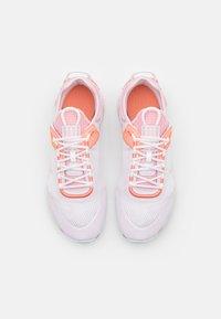 Nike Sportswear - REACT LIVE UNISEX - Sneakers laag - light violet/crimson bliss/white/champagne - 3