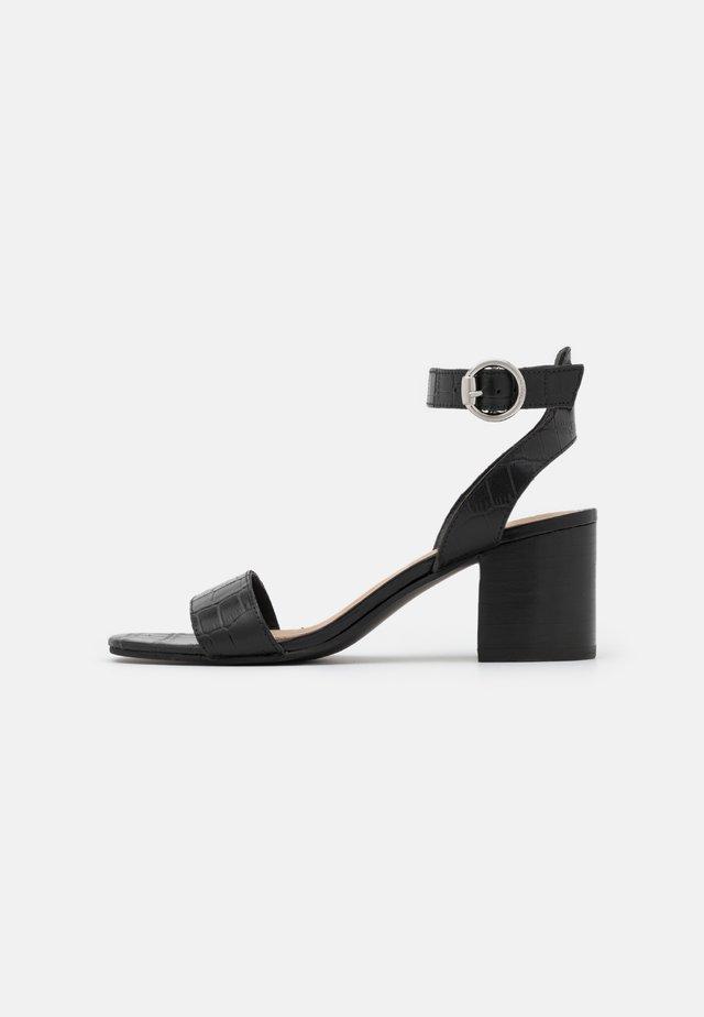 GIANELLA - Sandaalit nilkkaremmillä - black